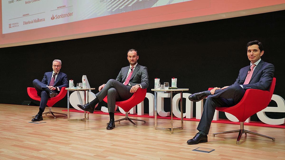 Antonio Espasa, Borja Cuesta y Gerardo Puerta antes de empezar el evento.  B.S.