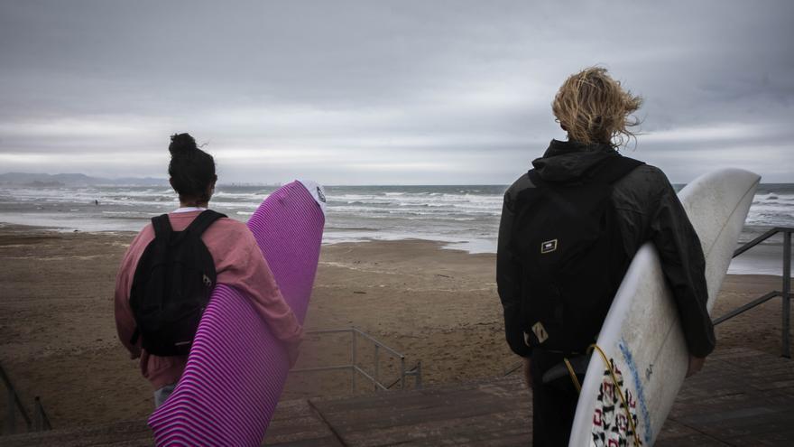 El surf, herramienta de inclusión y terapia para menores vulnerables