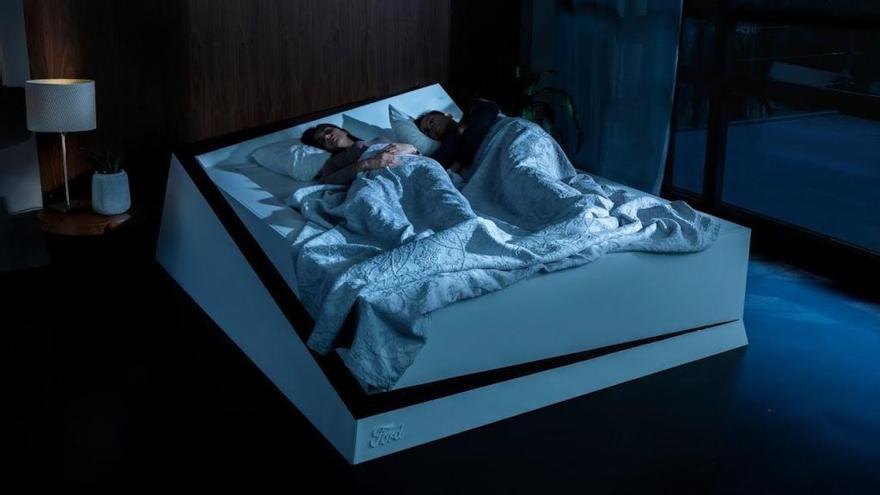 """Ford desarrolla una cama inteligente que devuelve a tu pareja a su """"carril"""""""