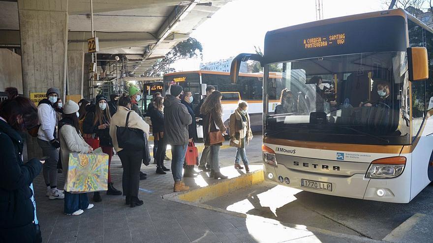 Malestar de los usuarios del autobús entre Vigo y Pontevedra al subir el billete un 22%