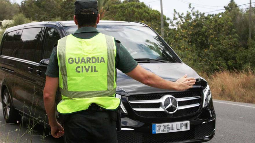 Macrodispositivo policial contra los taxis pirata en Ibiza