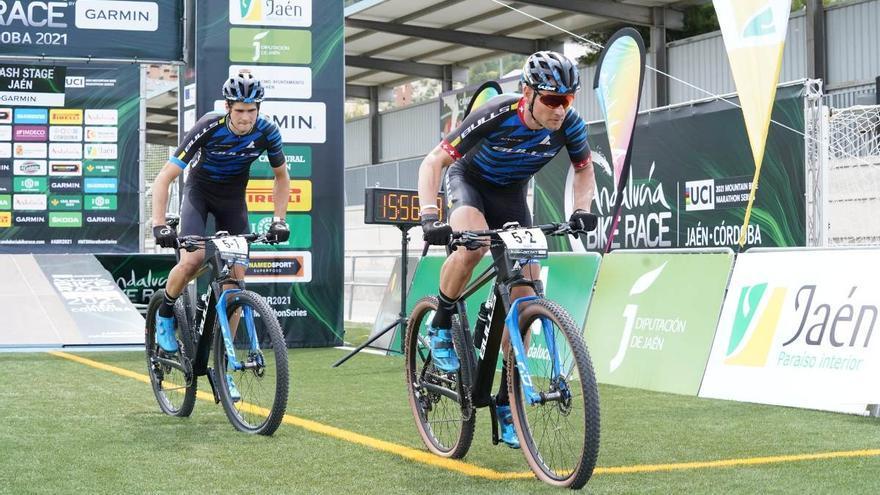El Bulls de Huber y Schenller se lleva la etapa prólogo de la Andalucía Bike Race