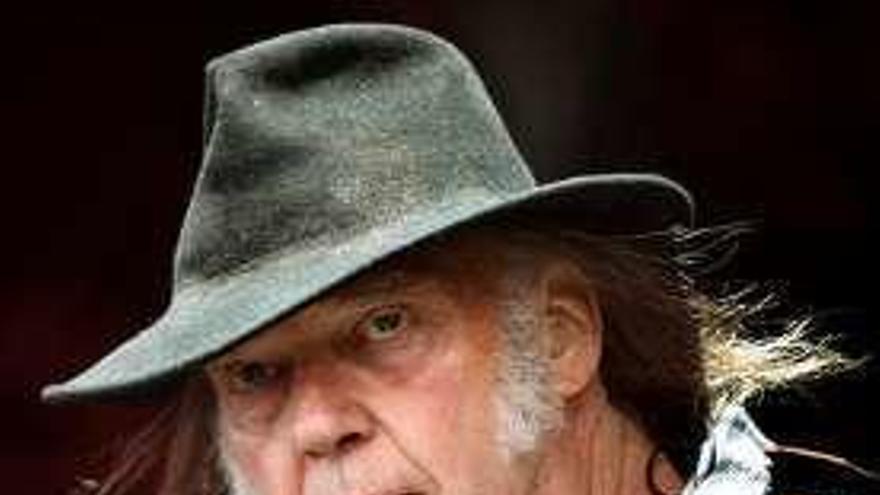 Neil Young anuncia disco en octubre