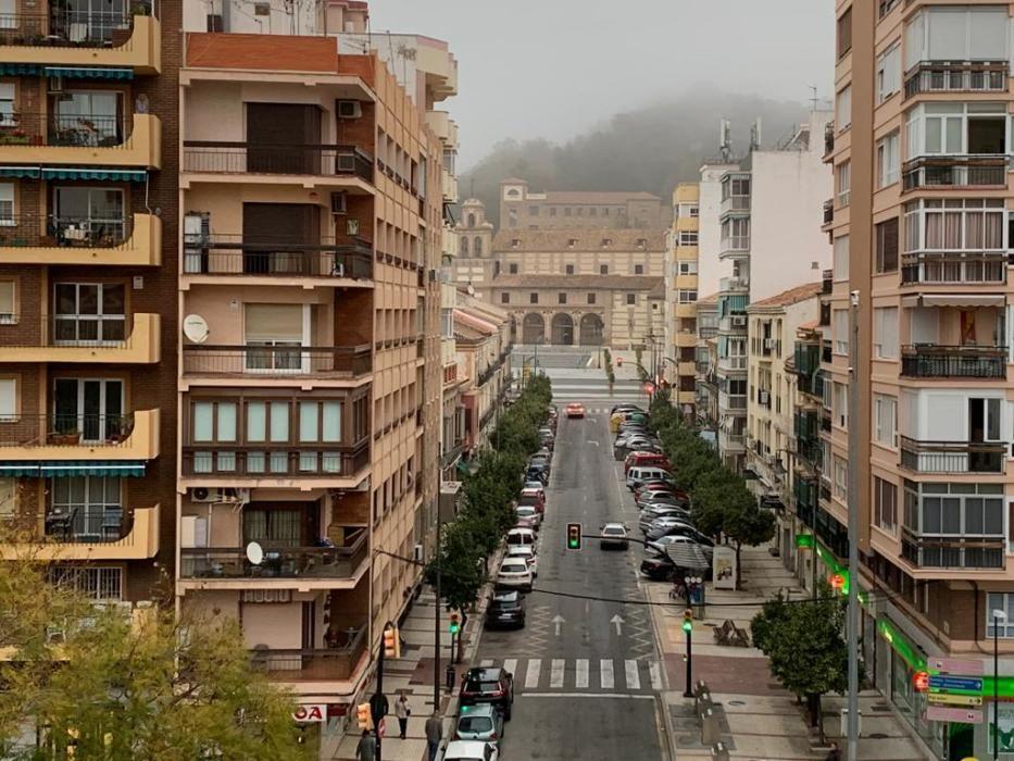Málaga amanece bajo la niebla por segundo día.