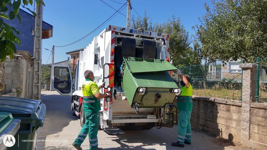 Los vecinos de Vime de Sanabria desinfectan el pueblo tras la macrofiesta