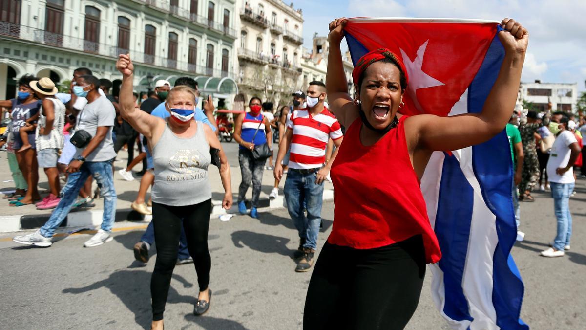 Manifestantes toman las calles en La Habana.