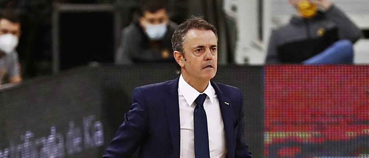 Porfi Fisac dentro de la pista del Gran Canaria Arena durante un partido. | | JUAN CASTRO