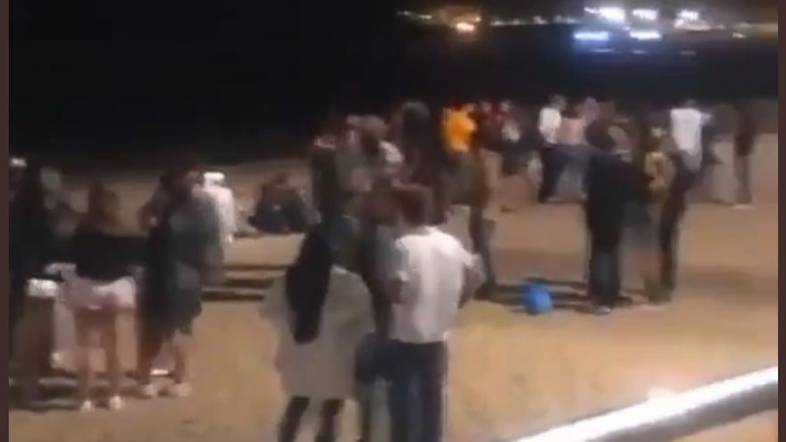 Botellón multitudinario en Las Canteras