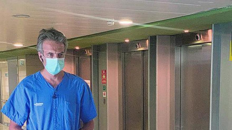 Juan Antonio Llompart, medico intensivista de Son Espases: «Tememos una nueva explosión de casos a mediados de enero por las fiestas»