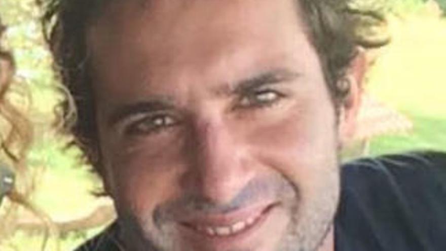 El surfista con leucemia atrapado en Bali vuelve a casa