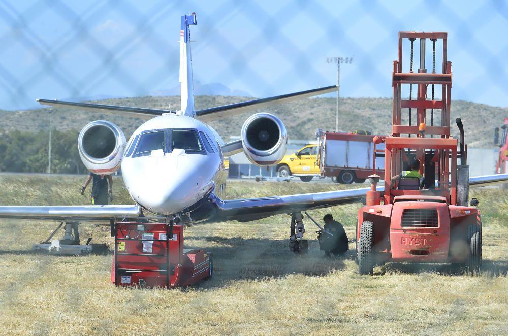 El aeropuerto estuvo inoperativo durante casi cuatro horas tras salirse de la pista un jet privado por un problema al aterrizar, posiblemente un reventón