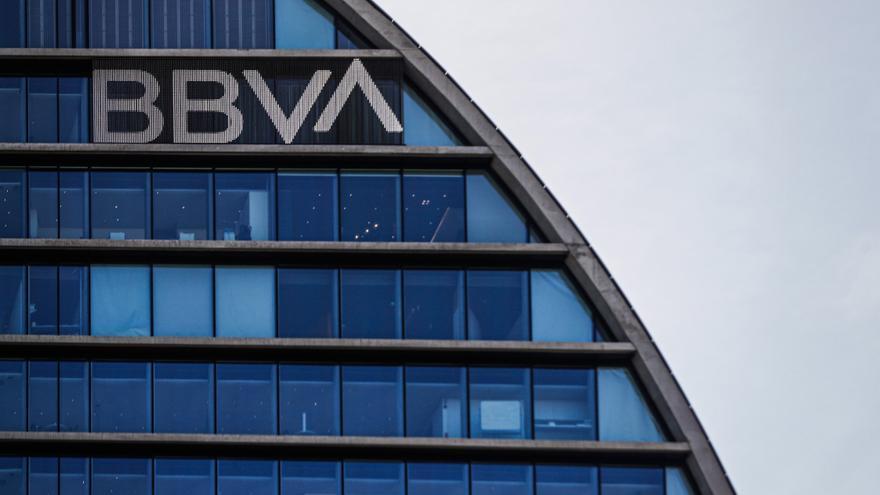 El BBVA plantea un ere con 3.800 despidos y 530 cierres de oficinas