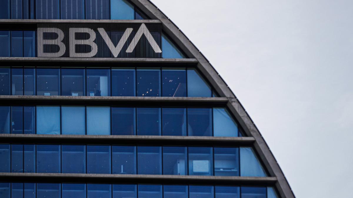 El BBVA plantea el despido de 3.800 empleados en España y cerrar 530 oficinas.