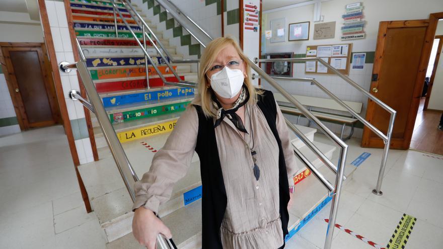 """Juana Mª Fernández, directora del colegio La Vallina: """"Los docentes han tenido que convertirse en sanitarios para aplicar el protocolo"""""""