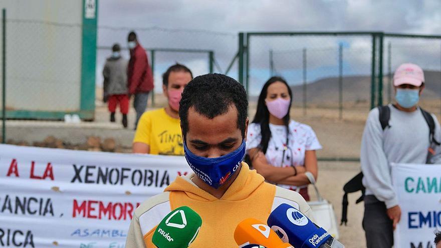 Migraciones se compromete a realojar  a los africanos 'tirados' en la calle