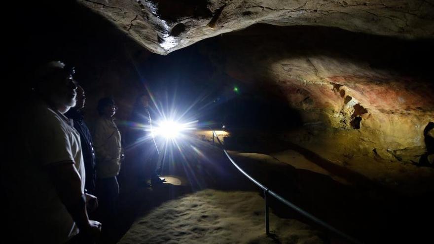 La cueva de tito Bustillo, cerrada por el desbordamiento del río en Ribadesella