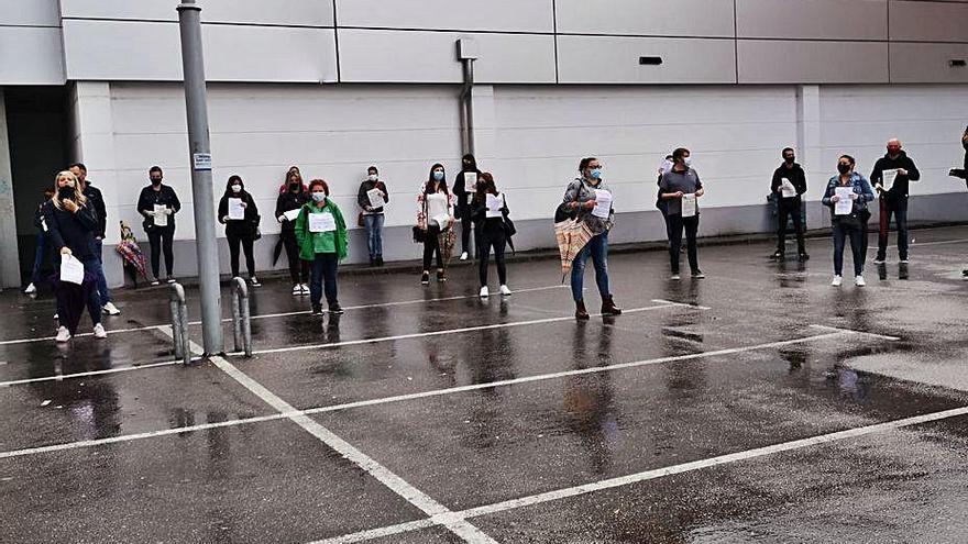 Trabajadores de una cadena de supermercados exigen en Oviedo más seguridad en su puesto de trabajo