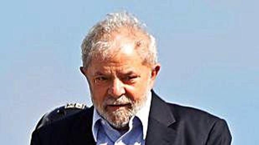 Lula surt de presó per anar  a l'enterrament del seu net