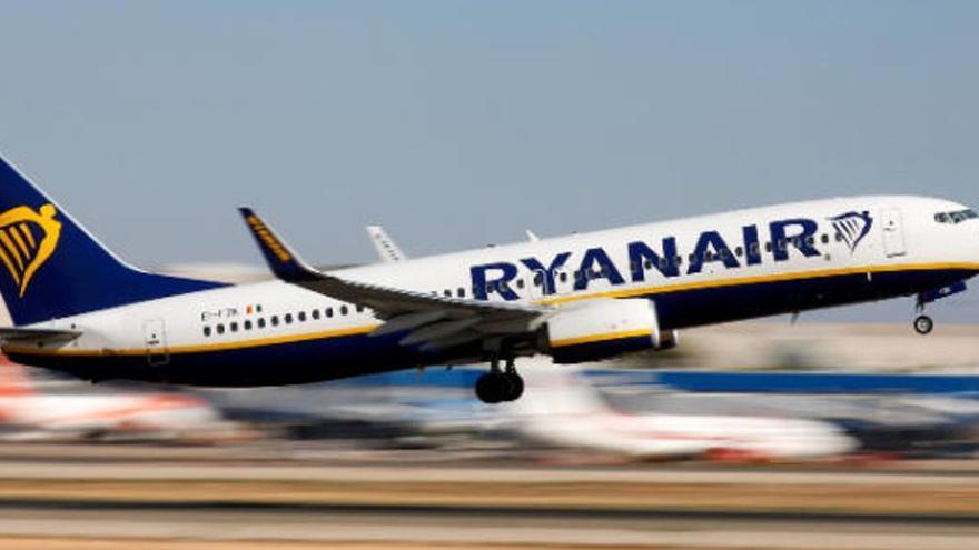 Ryanair les deja en tierra porque el test de antígenos no incluía la fecha de nacimiento