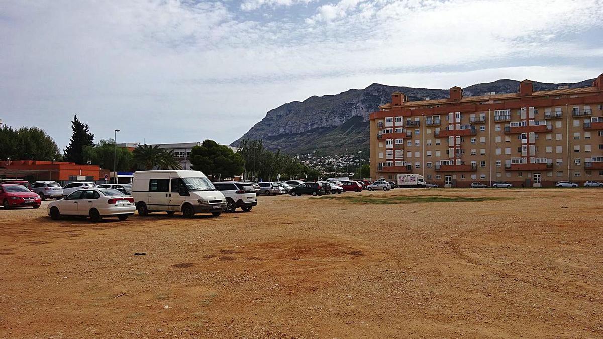 Uno de los aparcamientos que rodean el centro urbano de Dénia    CARLOS LÓPEZ