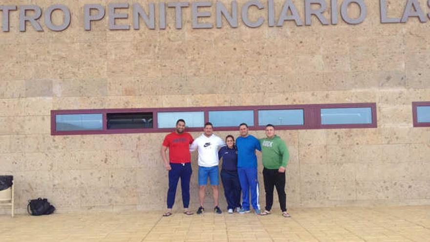 Los reclusos de Las Palmas II aprenden lucha canaria