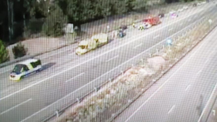 Un cotxe bolca a l'AP-7 a Vidreres i provoca dos quilòmetres de cua