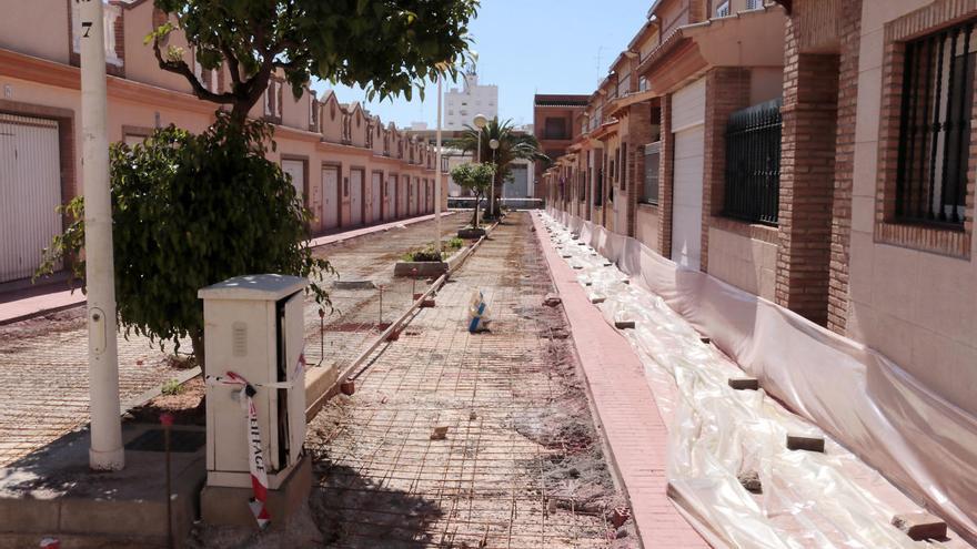 Continúan las obras en las calles en torno a la plaza La Pau