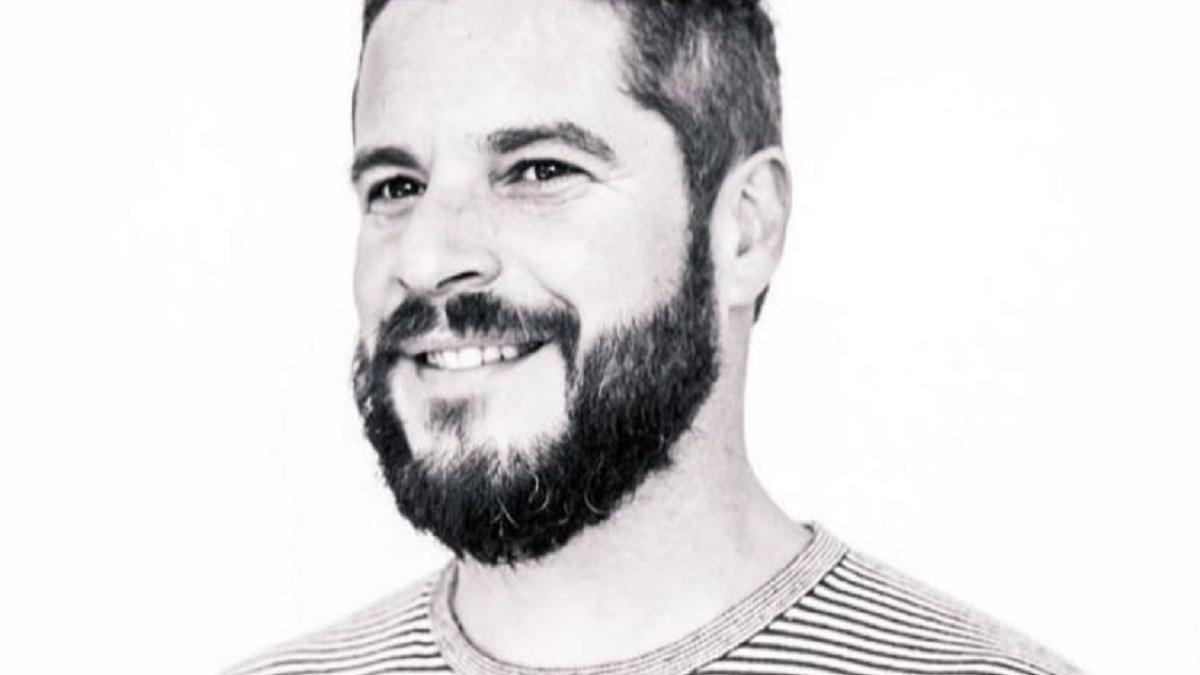 El poeta Miguel Ángel Herranz, más conocido como Miki Naranja.