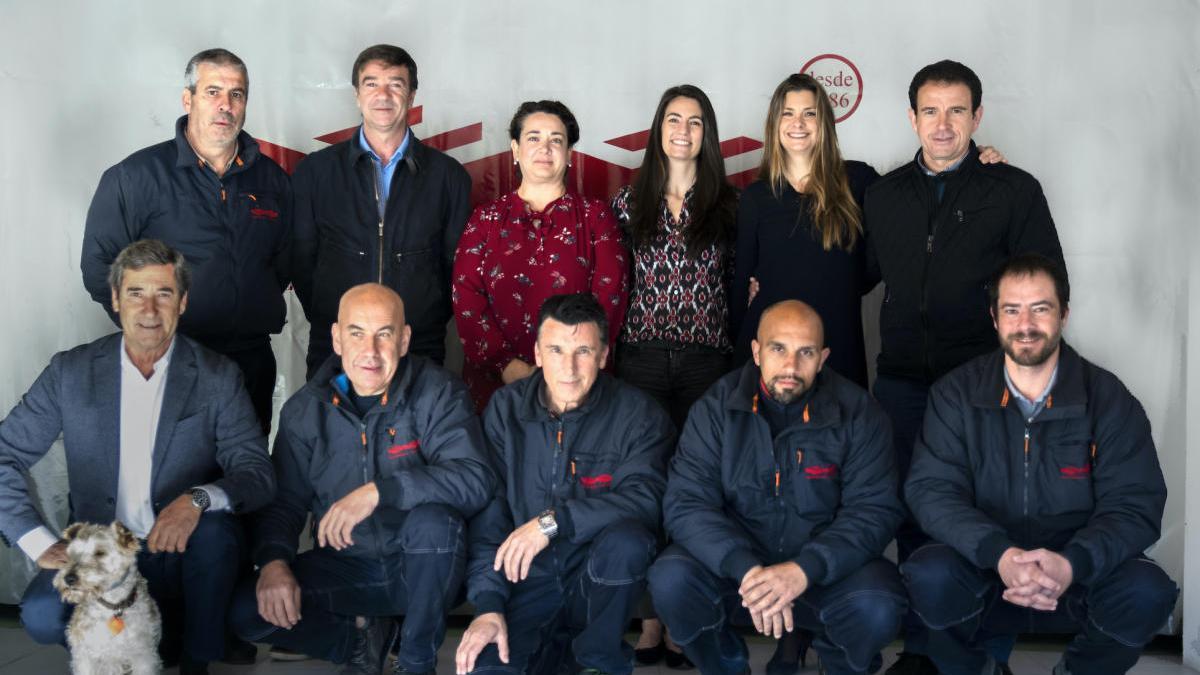 Foto de familia de la plantilla de Equipamiento y Seguridad el pasado año 2019.