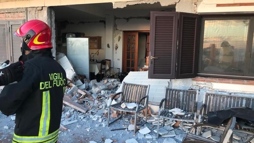 Un terratrèmol amb epicentre a peu de l'Etna deixa una desena de ferits i danys
