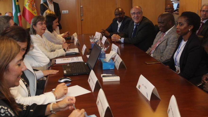 Galicia propone una línea de colaboración marítimo-pesquera a Sudáfrica