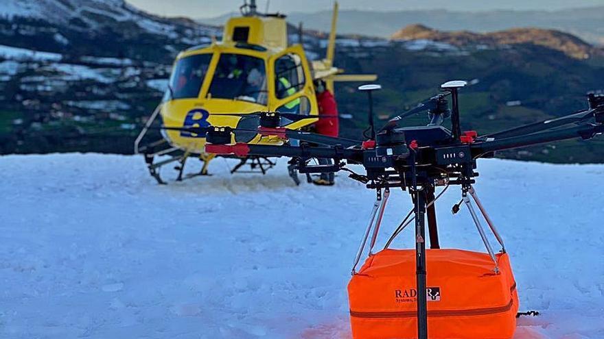 Los operadores del dron con el georradar intentarán escanear hoy toda la zona del alud para localizar al trabajador desaparecido en San Isidro