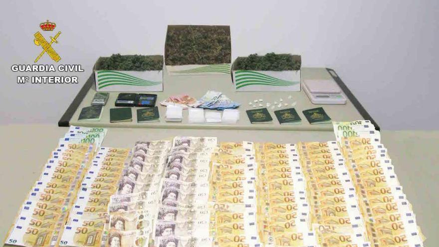 Tres detenidos por vender drogas en Cala d'Or