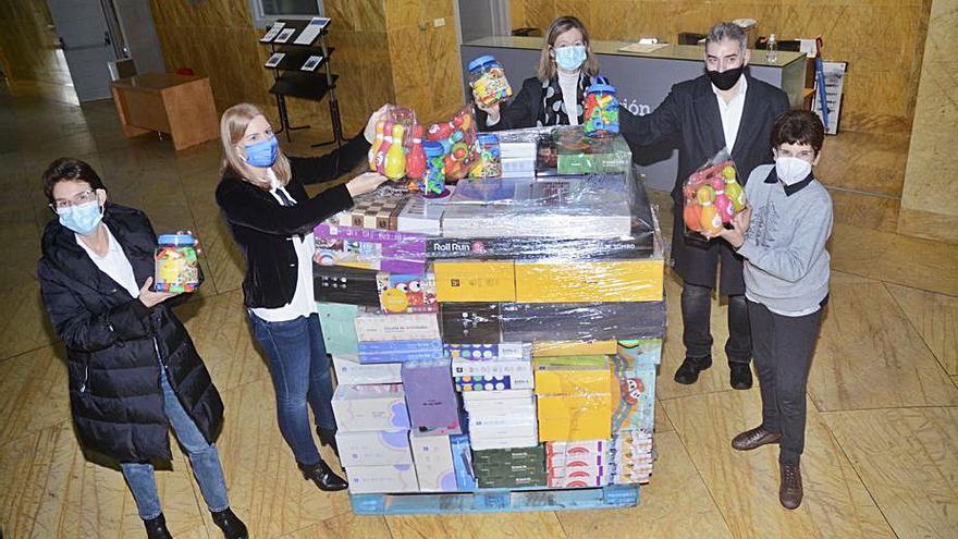 Abanca y Afundación entregan a las entidades sociales más de 2.300 juguetes