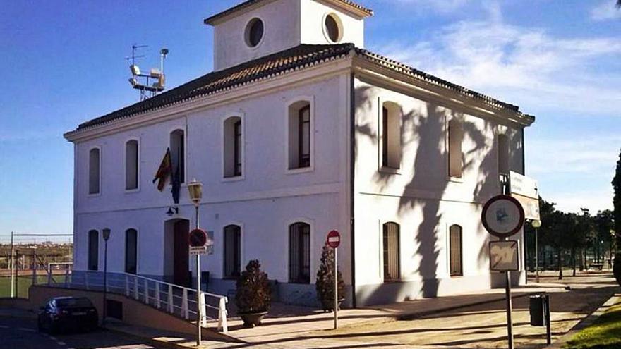La alcaldesa restituye las competencias al gobierno de Rocafort