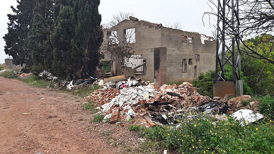 Vecinos denuncian el aumento de vertidos en zonas de Moncada