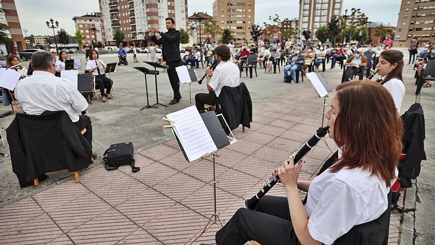 """La Corredoria luce vena melómana con la Banda de Música """"Ciudad de Oviedo"""""""