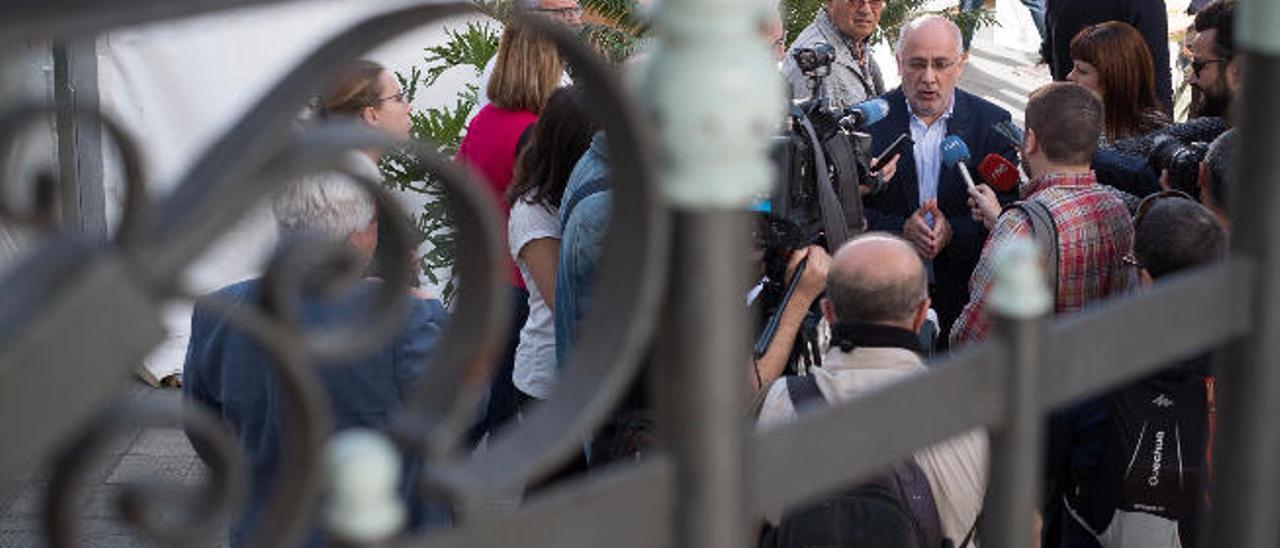 """Morales acusa al Ejecutivo de usar el Fdcan y CC lo tilda de """"bronquista"""""""