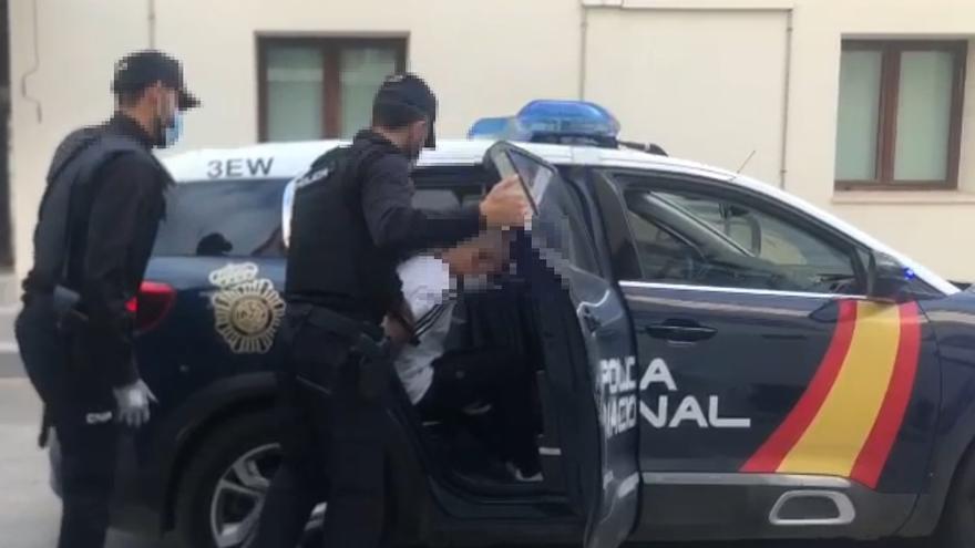 Un hombre incumple la orden de alejamiento sobre su expareja y provoca una persecución de 27 kilómetros
