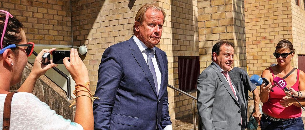 Kühn sale del juzgado tras el primer juicio, en 2018.