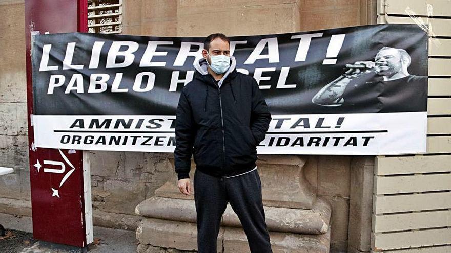 El món de la cultura rebutja l'empresonament de Pablo Hasél