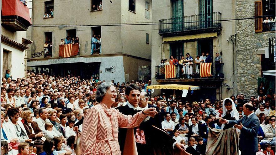 Pilar Arnau navega por el archivo personal e inédito de Aina Moll