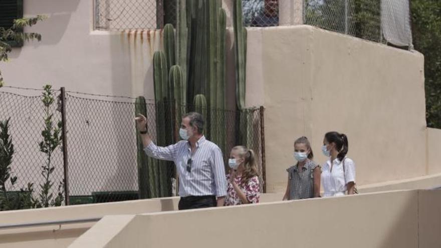 Los Reyes visitan un proyecto socioeducativo en Mallorca