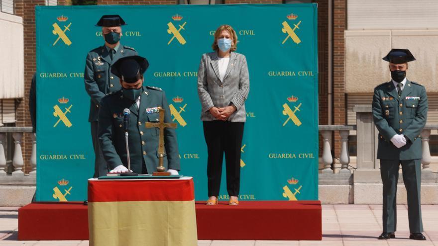 Así fue la toma de posesión en el cuartel del Rubín del nuevo jefe de la Guardia Civil en Asturias