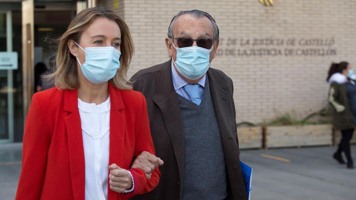El expresidente de la Diputación y del PP de Castellón Carlos Fabra, acompañado por su hija Andrea