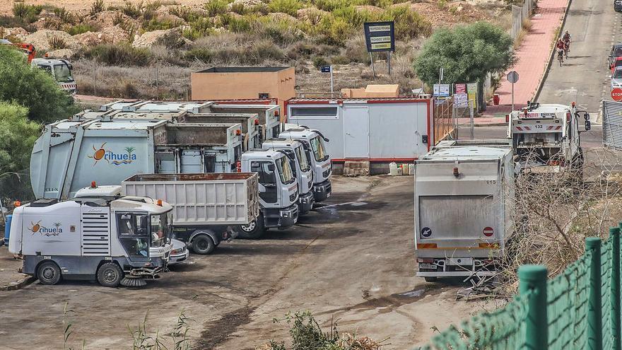 Los empleados de la basura en la Costa dejarán en 2022 el parking  y los barracones donde trabajan