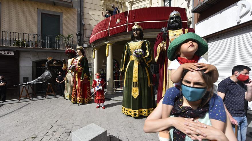 Berga planta les figures de Patum a la plaça de Sant Pere