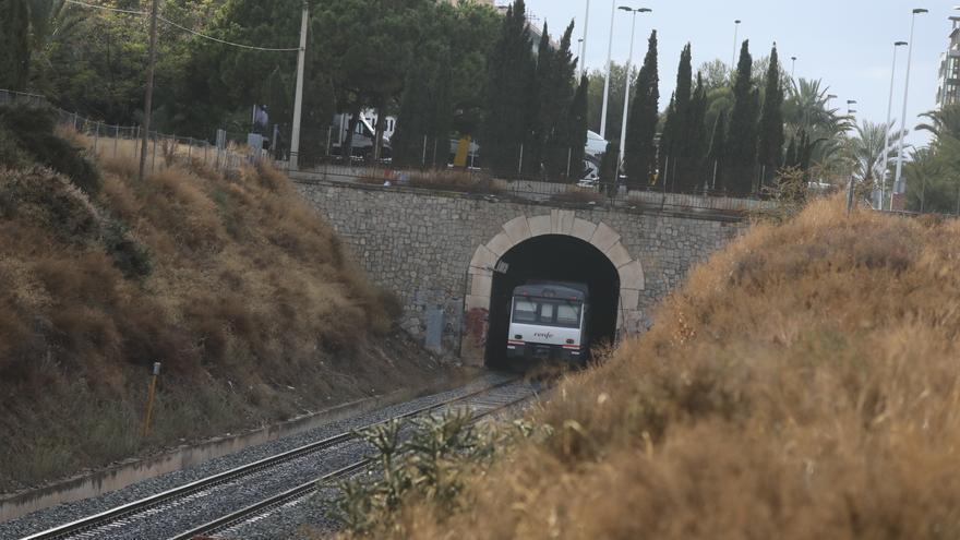 Piden 6 años de cárcel a un hombre por intentar violar a una mujer en un tren que iba a Alicante