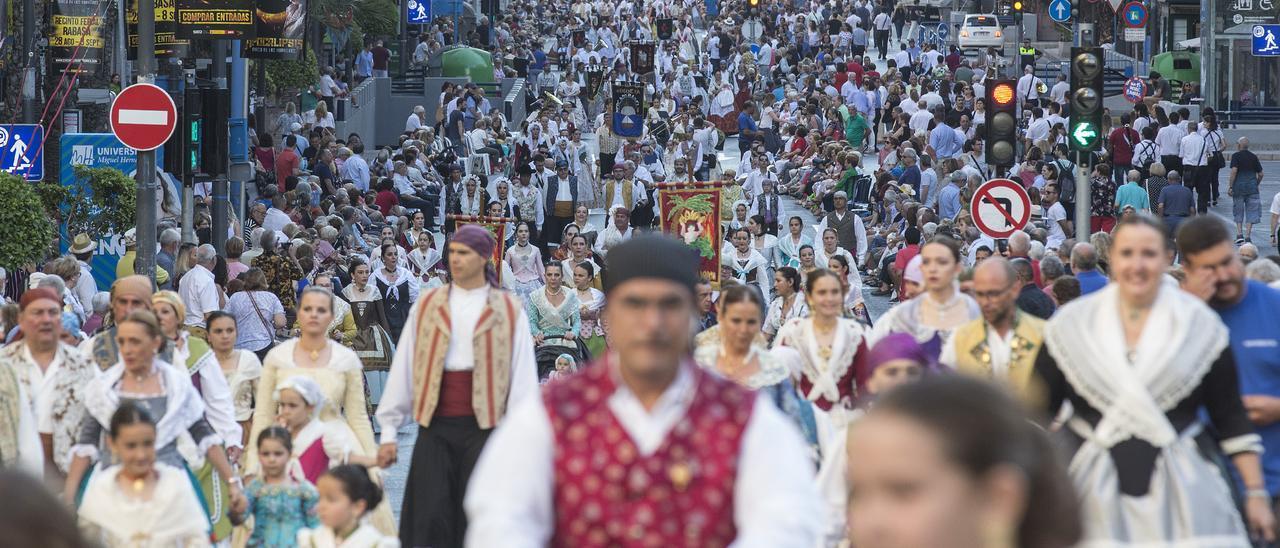 Alicante se queda de nuevo sin desfiles de Hogueras en junio