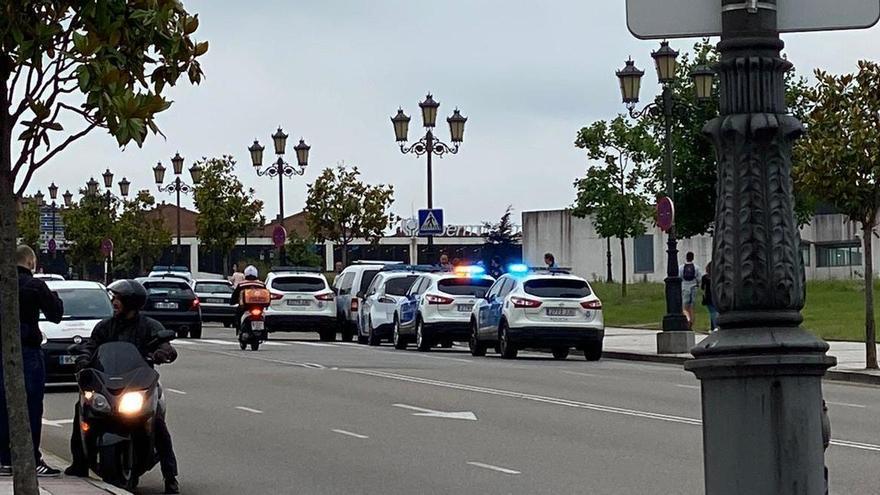 El hombre detenido tras una persecución a gran velocidad arrastró a un policía con su furgoneta